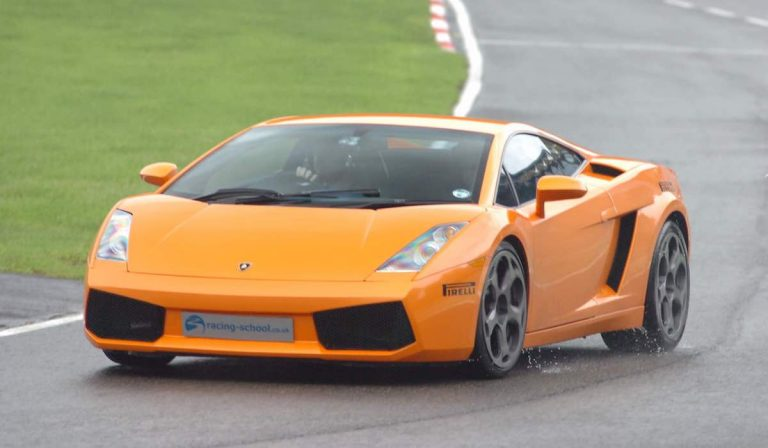 Supercar driving experience – Brands Hatch in a Lamborghini