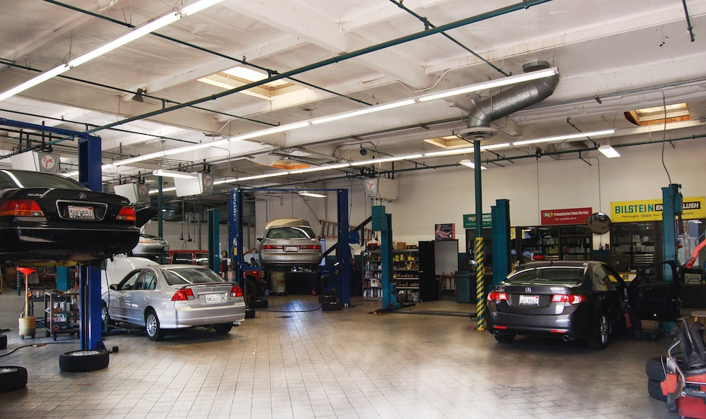 Independent garage vs franchise dealership which is best for Franchise ad garage