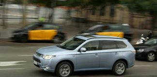 Mitsubishi Outlander PHEV review (The Car Expert)