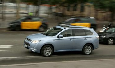 Mitsubishi Outlander PHEV review (The Car Expert)