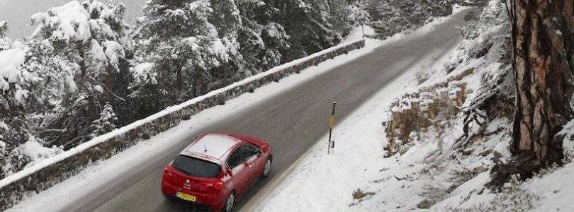 Alfa Romeo Giulietta winter driving in snow