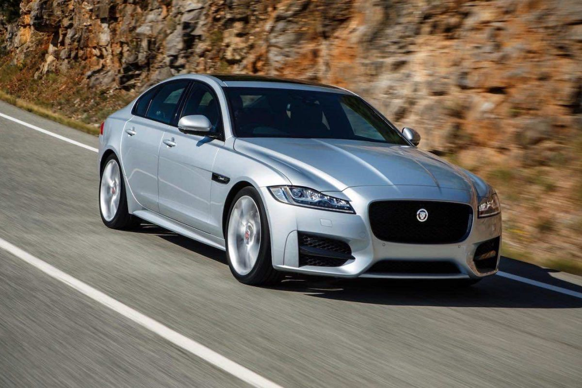 Jaguar XF review (The Car Expert)