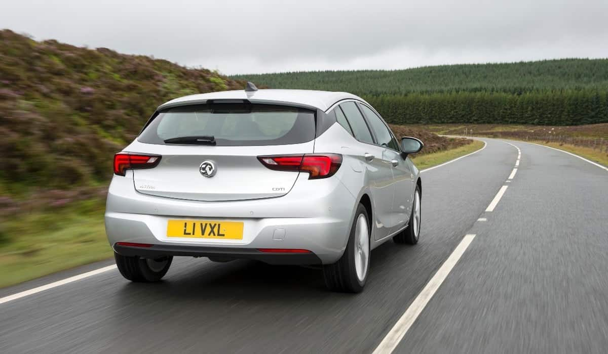 Vauxhall Astra road test 2015 (The Car Expert)