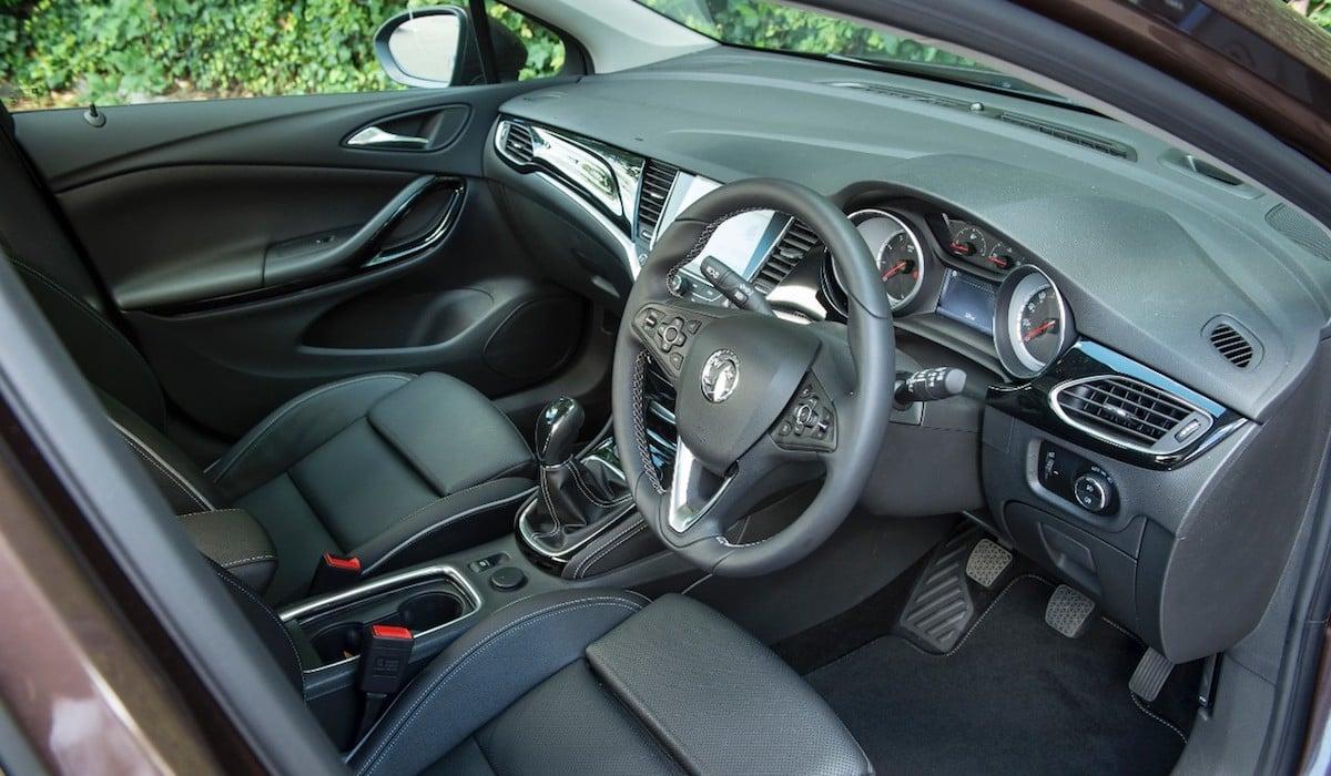 Vauxhall Astra interior 2015 (The Car Expert)