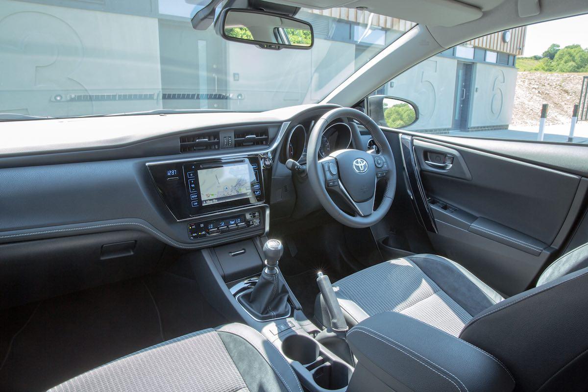 2015 Toyota Auris interior