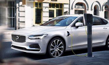 Volvo launches bid for million electrics