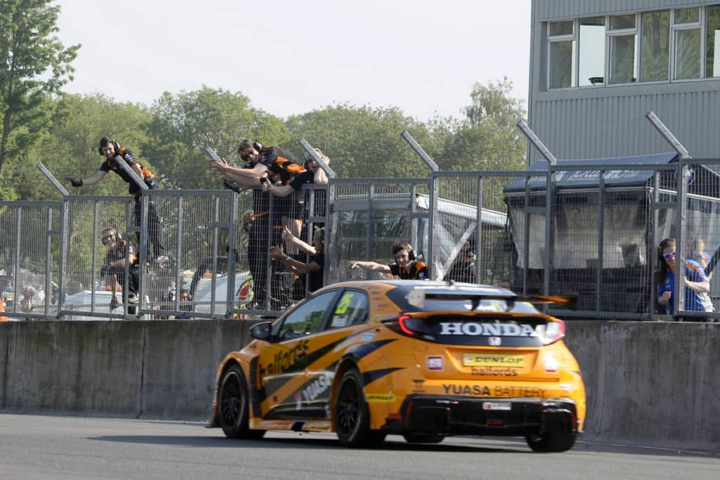 #25 Matt Neal GBR Halfords Yuasa Racing Honda Civic Type R team celebrate
