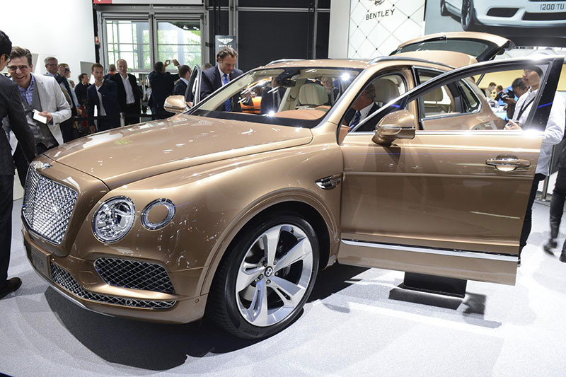Bentley_Bentayga_05