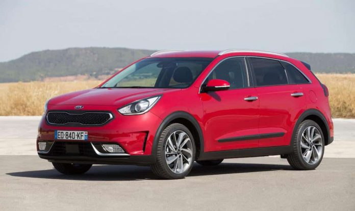kia niro hybrid crossover on sale at news the car expert. Black Bedroom Furniture Sets. Home Design Ideas