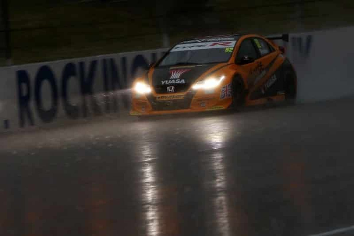 Honda reigns in the rain at Rock BTCC