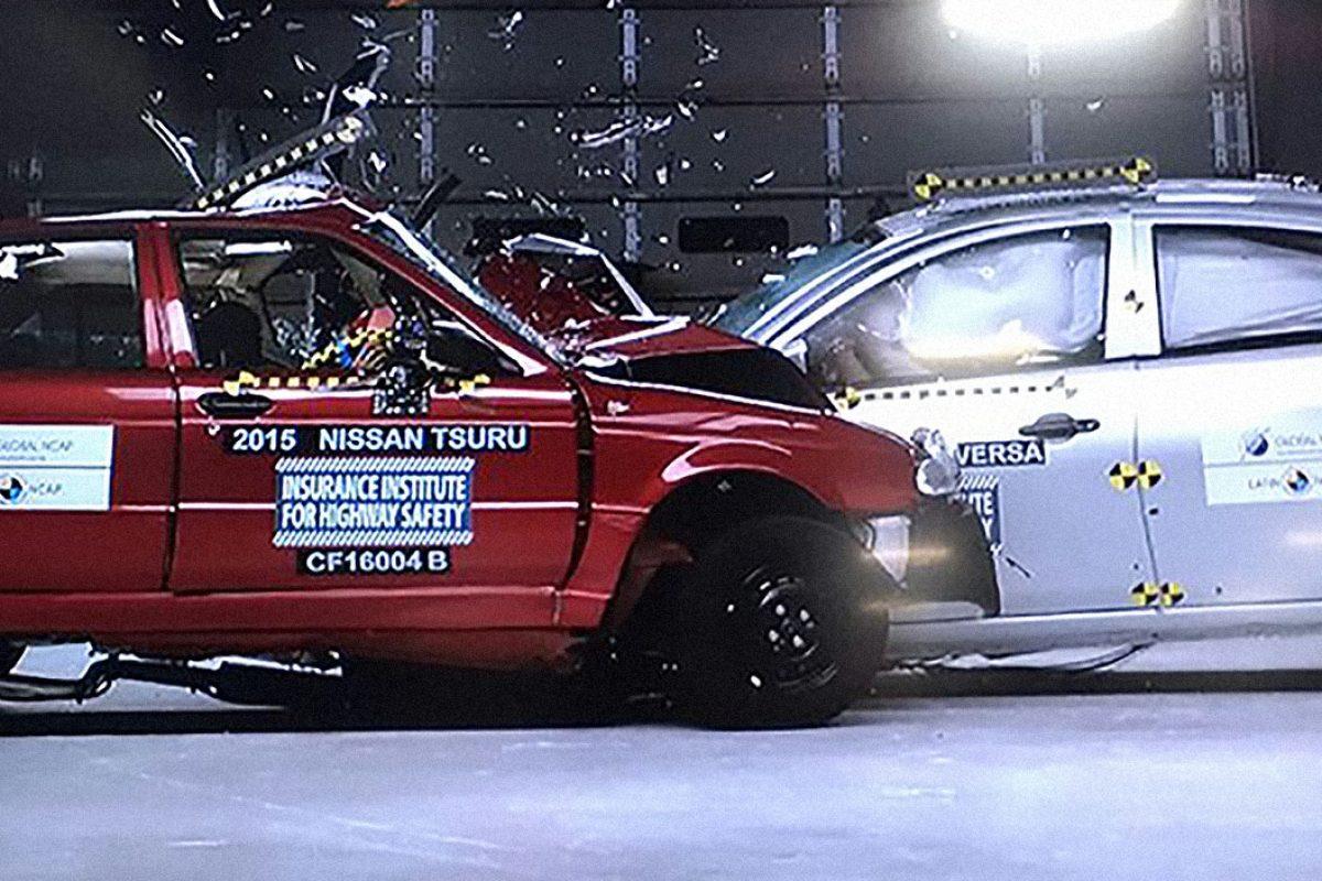 Nissan Versa vs Nissan Tsuru in a car-to-car crash test arranged by Global NCAP