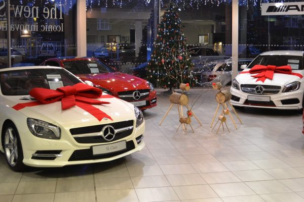 Mercedes-Benz dealer at Christmas