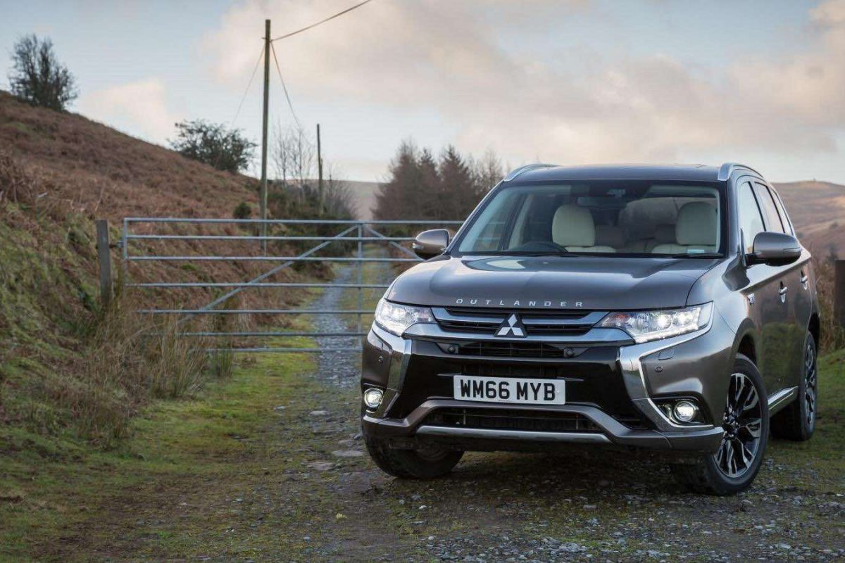 Mitsubishi Outlander PHEV 2017 (The Car Expert)
