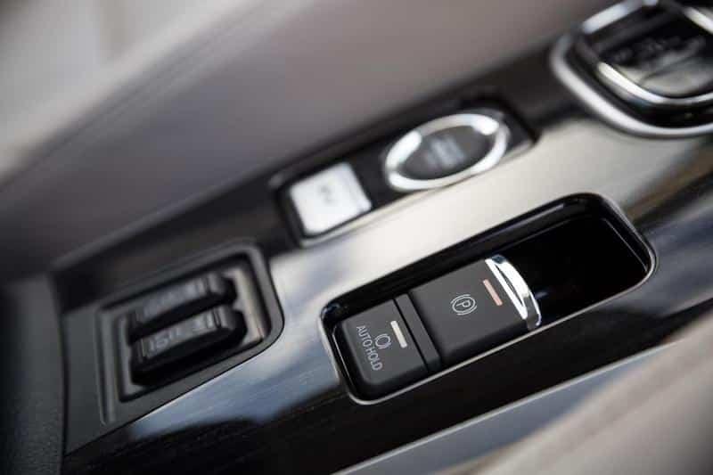 Mitsubishi Outlander PHEV 2017 (The Car Expert)