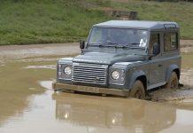 Land Rover Defender 02