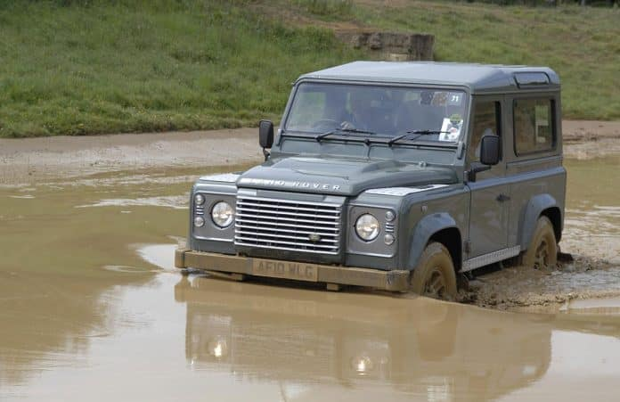 Land Rover Defender 02