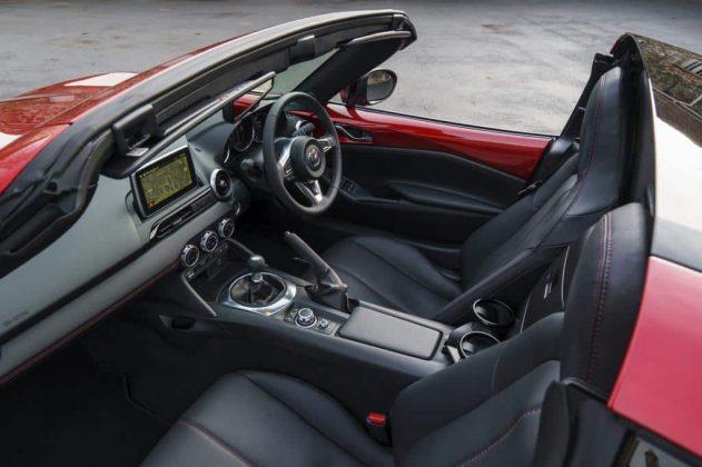 Mazda MX-5 RF inside 01