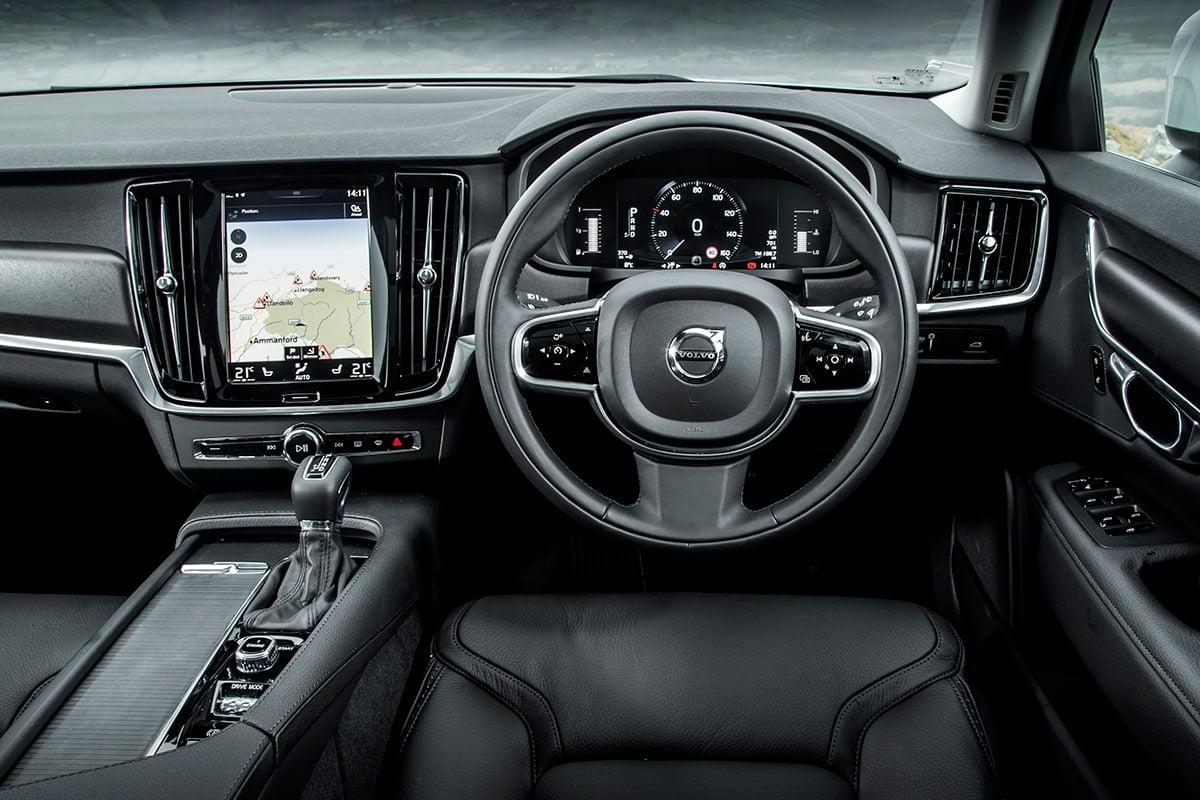 Volvo V90 Cross Country 11