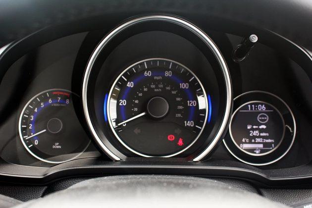 Honda Jazz review - dials