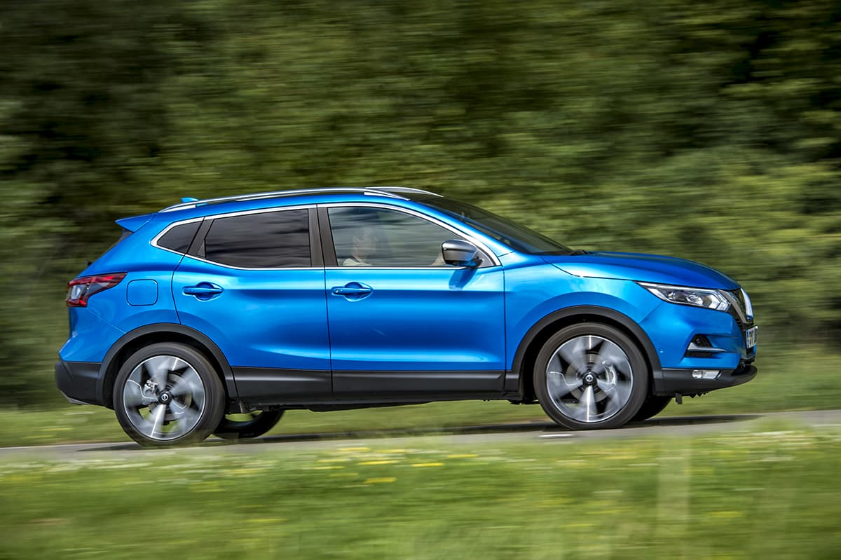 Nissan Qashqai 2017 - on the road (The Car Expert)