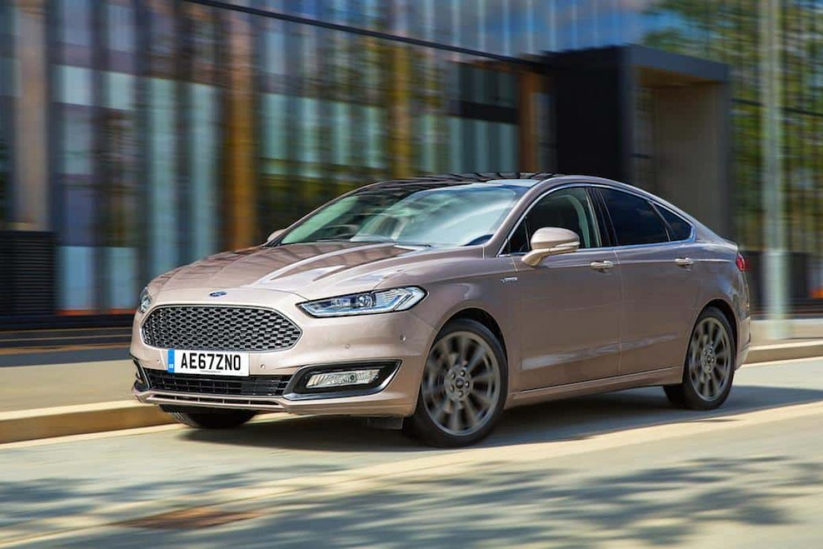 Ford Mondeo Vignale saloon MY18