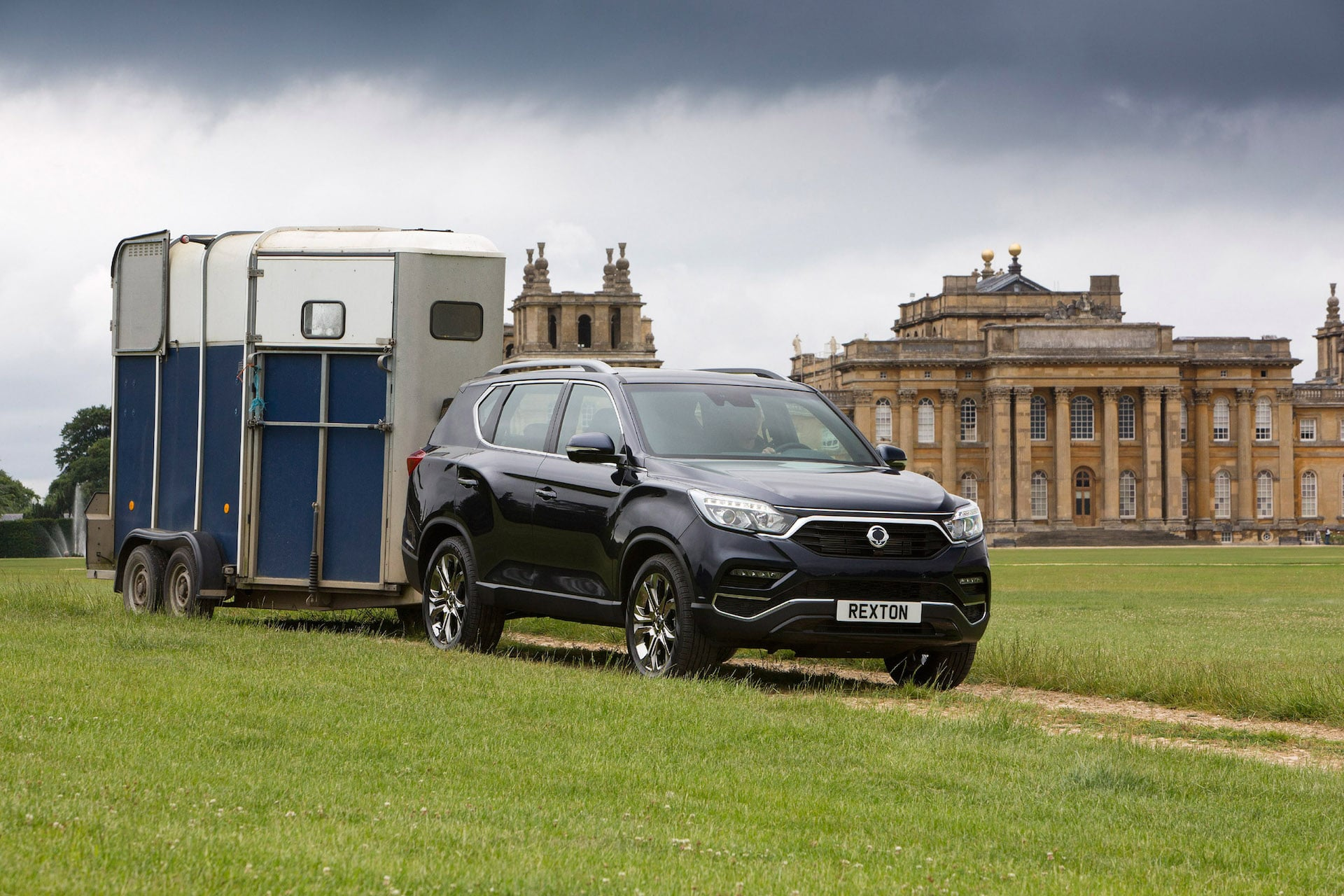 SsangYong Rexton with horse box   The Car Expert review 2017