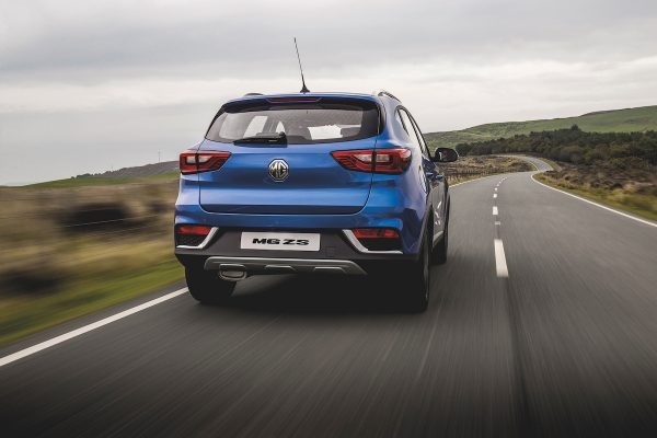 MG ZS on the road (The Car Expert review 2017)