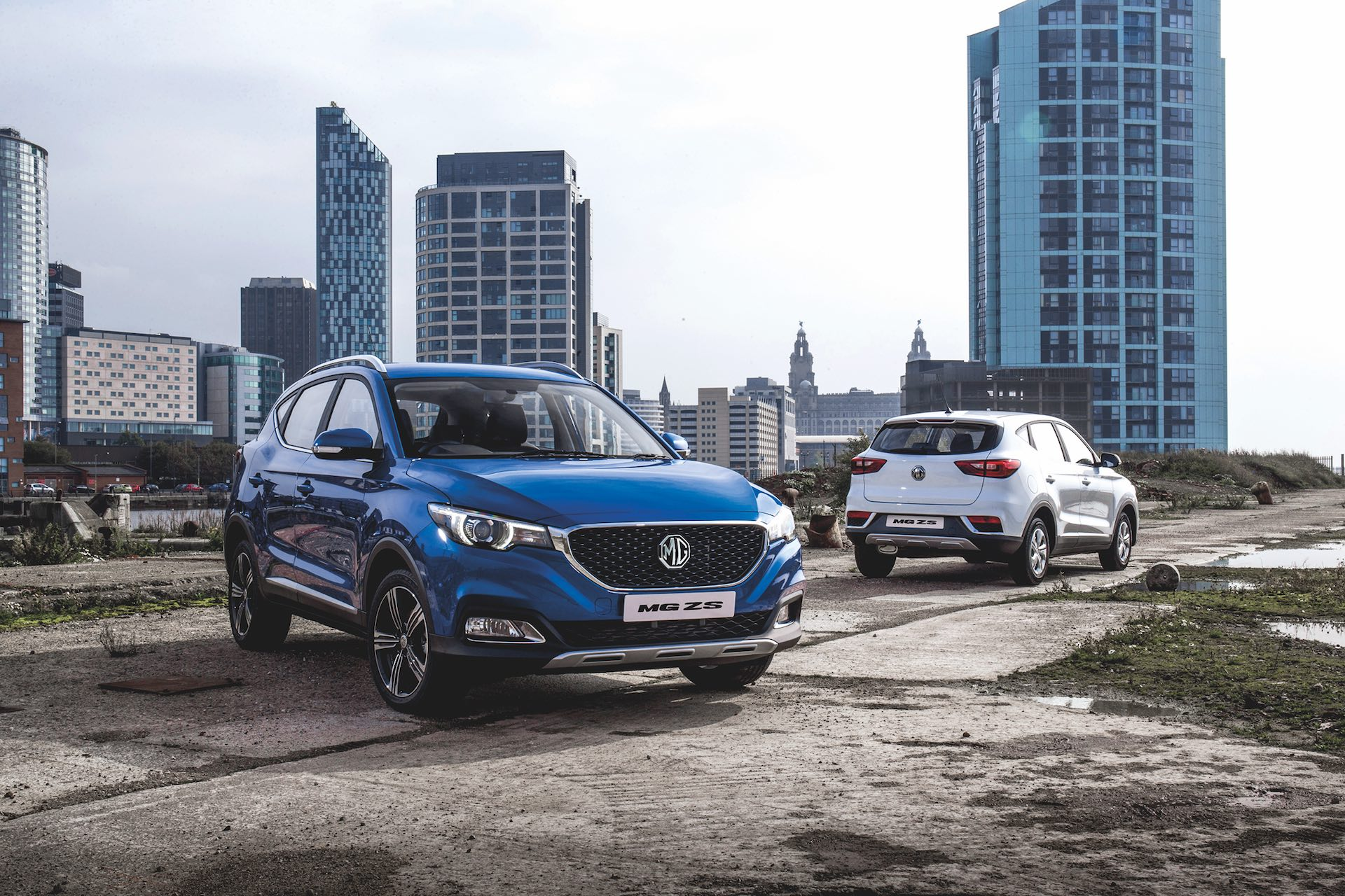 MG ZS front and rear (The Car Expert review 2017)