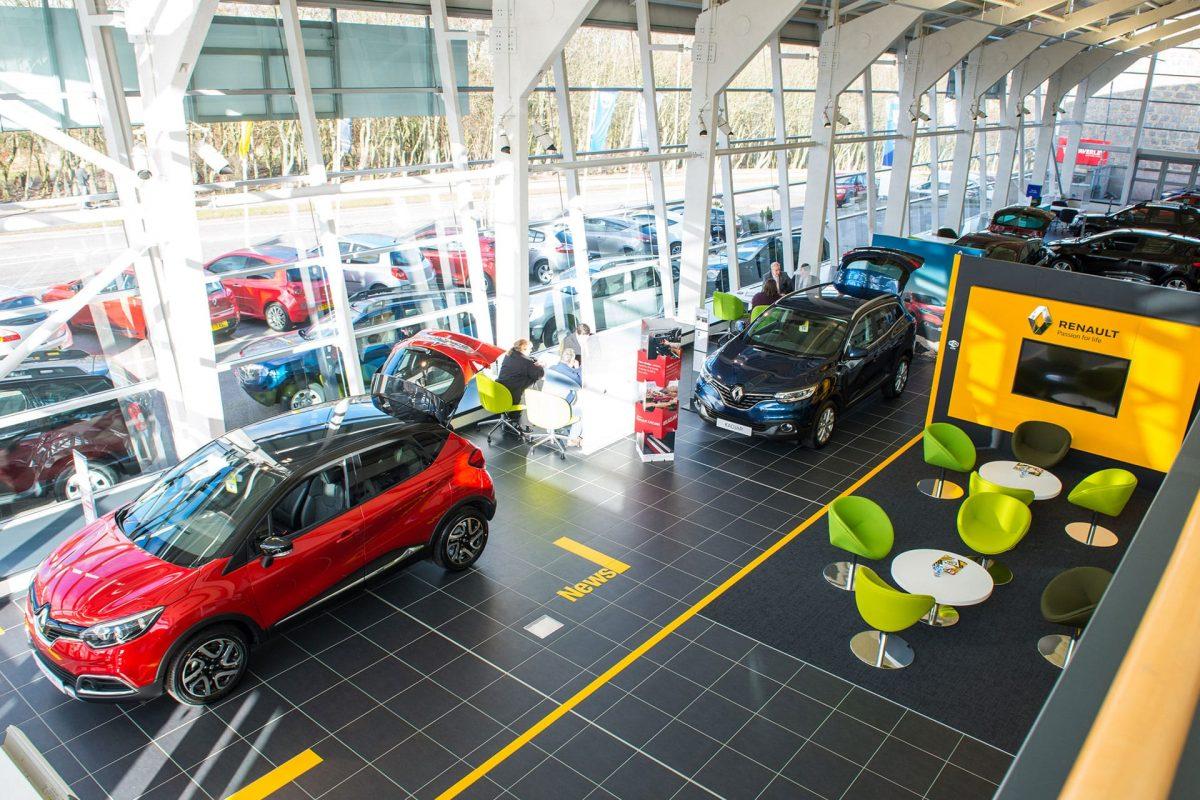'No confidence' as UK car sales slump again