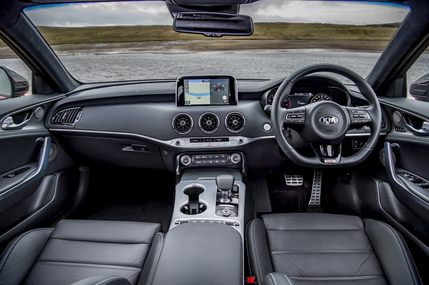 Kia Stinger GTS dashboard (The Car Expert)
