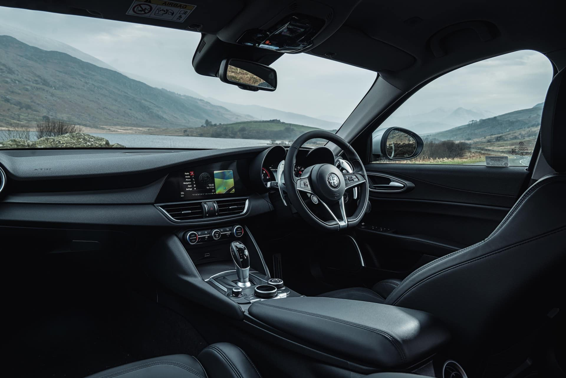 Alfa Romeo Giulia dashboard (The Car Expert 2018)