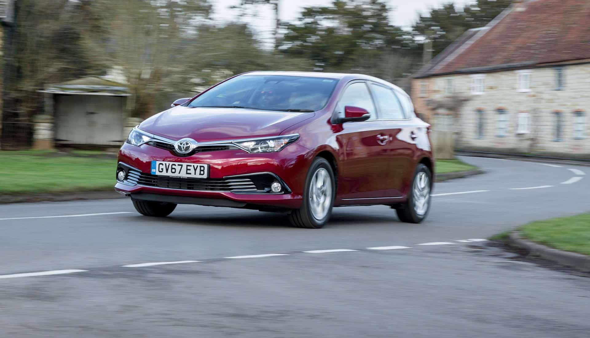 Toyota Auris 1 2-litre review 2018 | The Car Expert