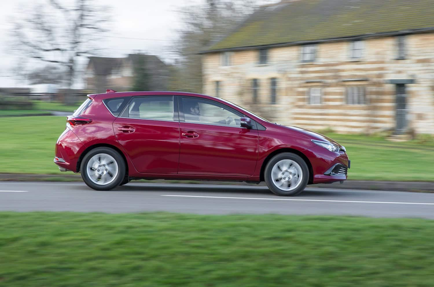 Toyota Auris on the road (The Car Expert)