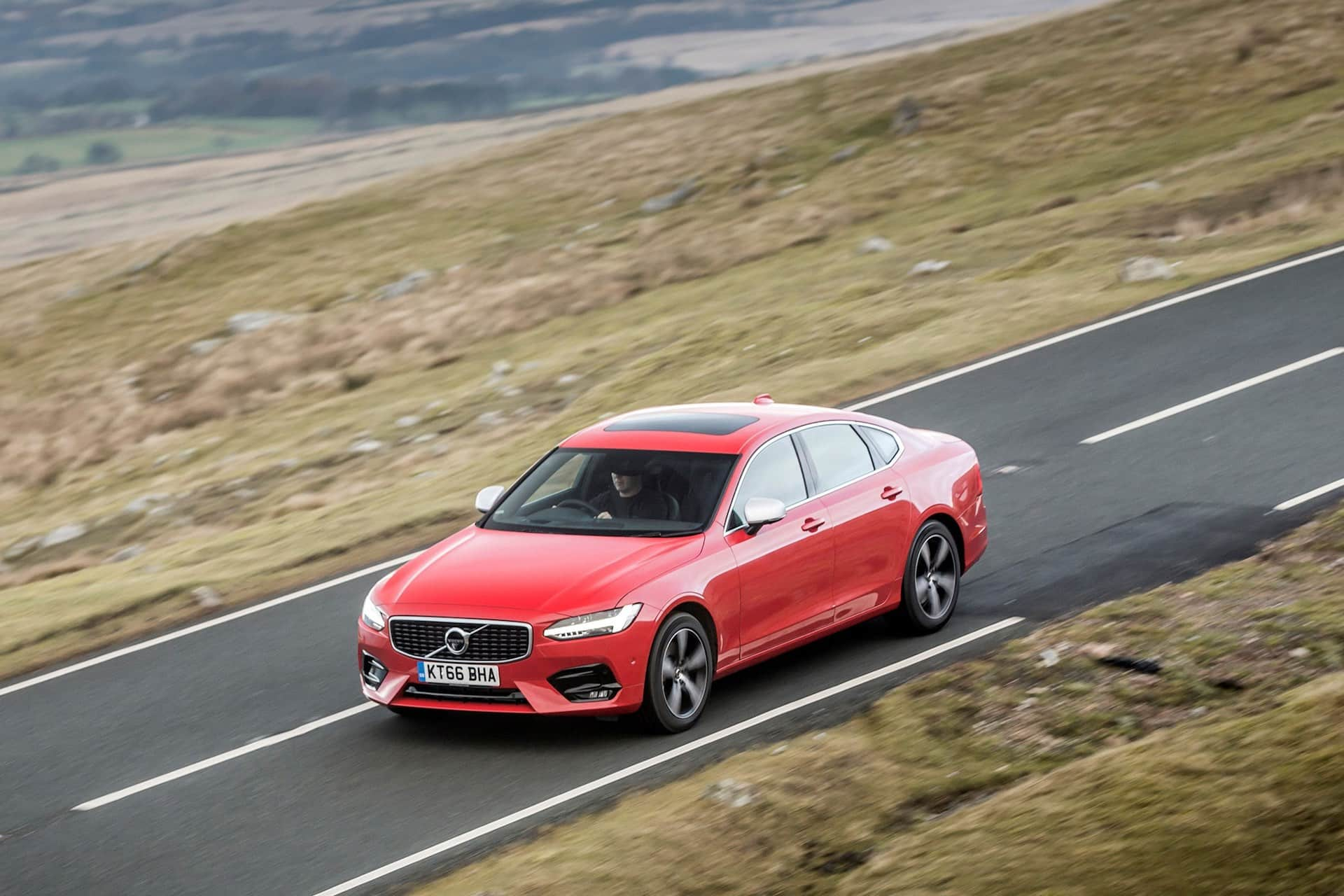 Volvo S90 saloon review (The Car Expert)