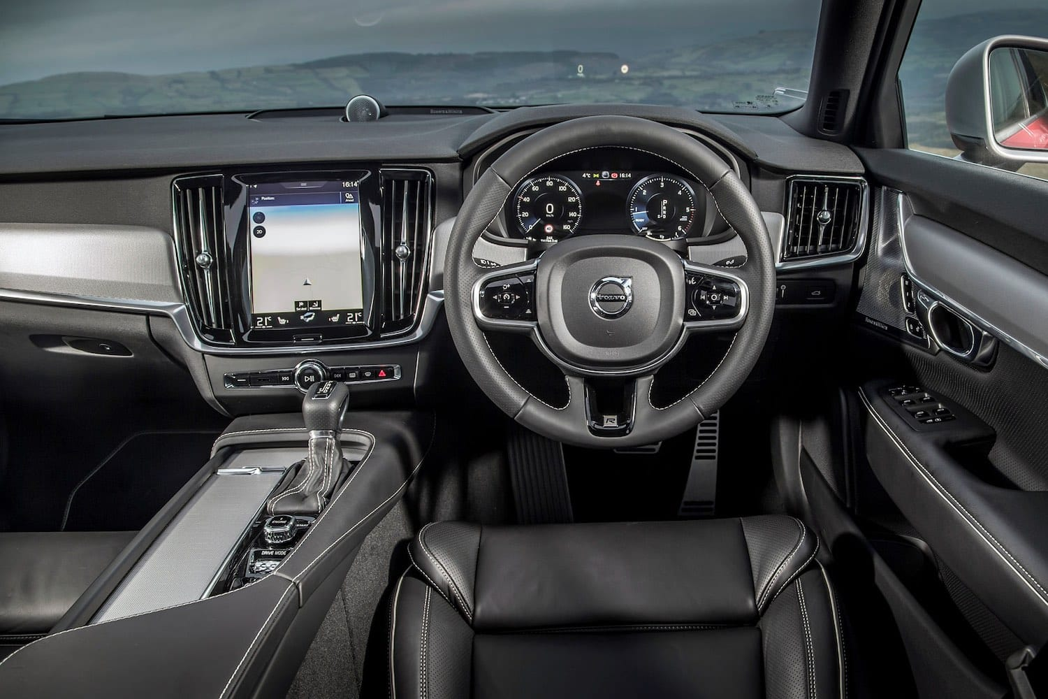 Volvo S90 dashboard (The Car Expert)