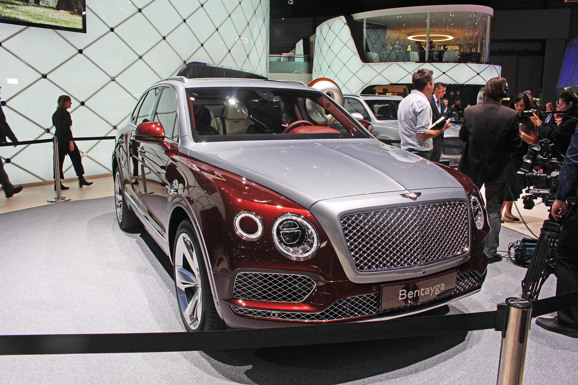 The Car Expert Geneva Bentley Bentayga