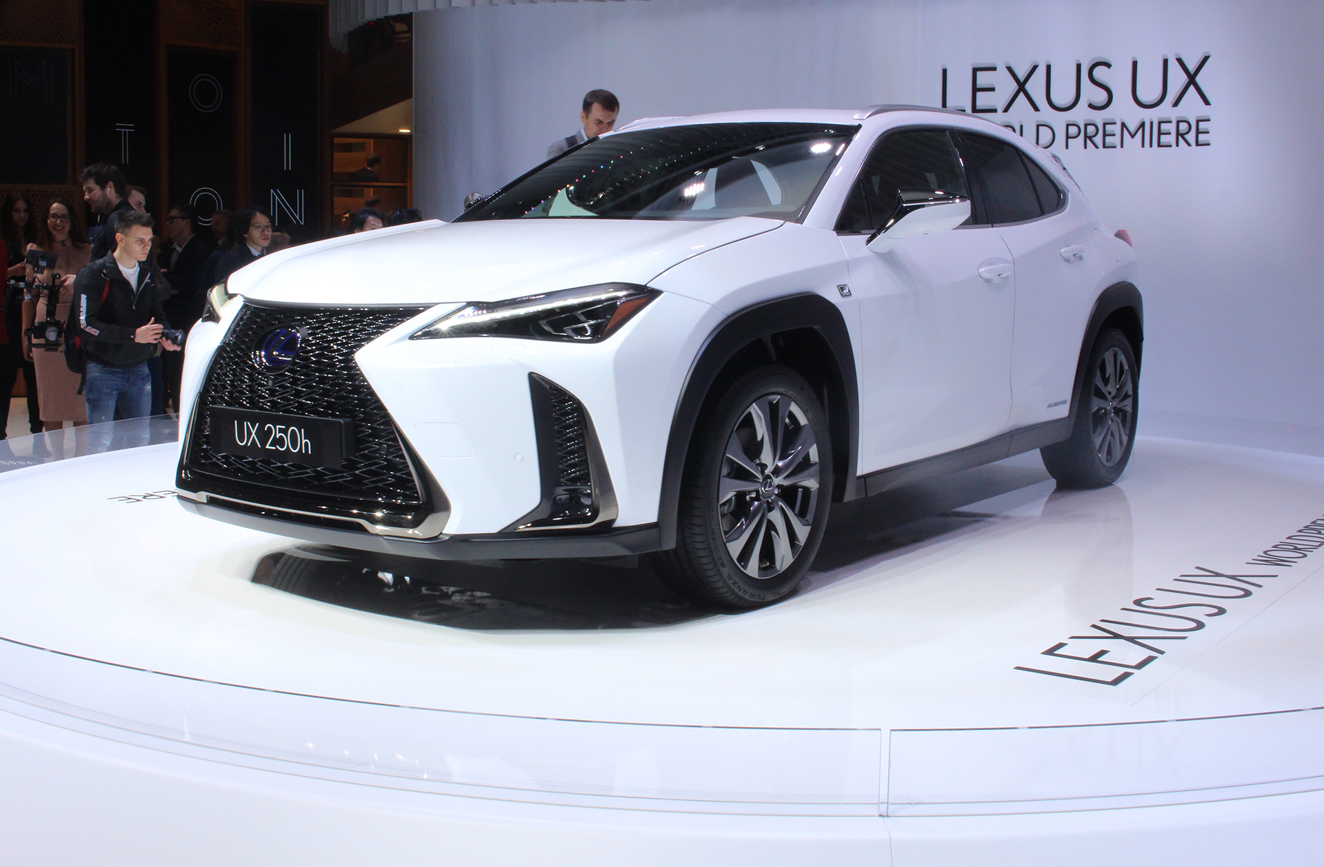 The Car Expert Geneva Lexus UX