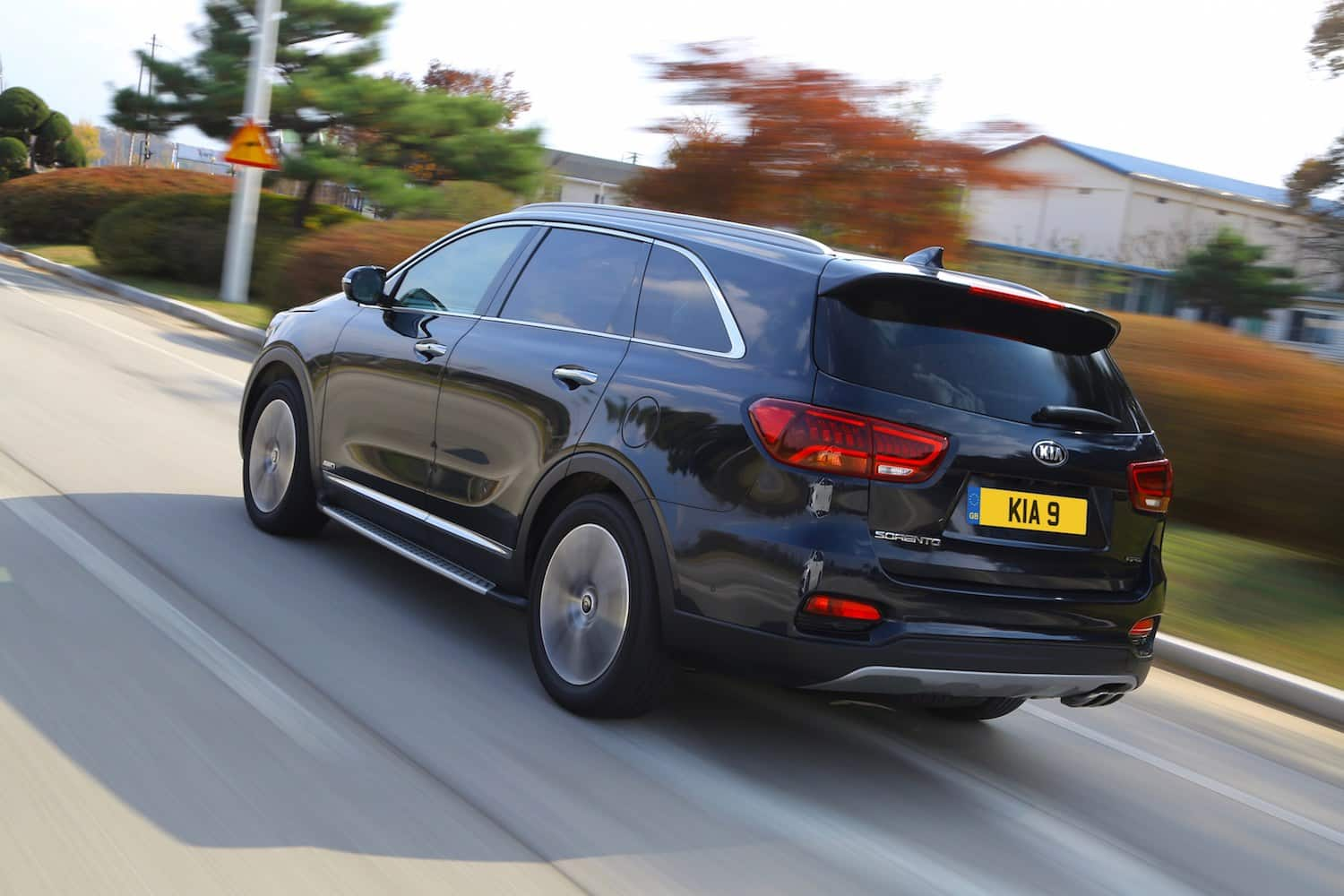 Kia Sorento GT-Line on the road (The Car Expert 2018)