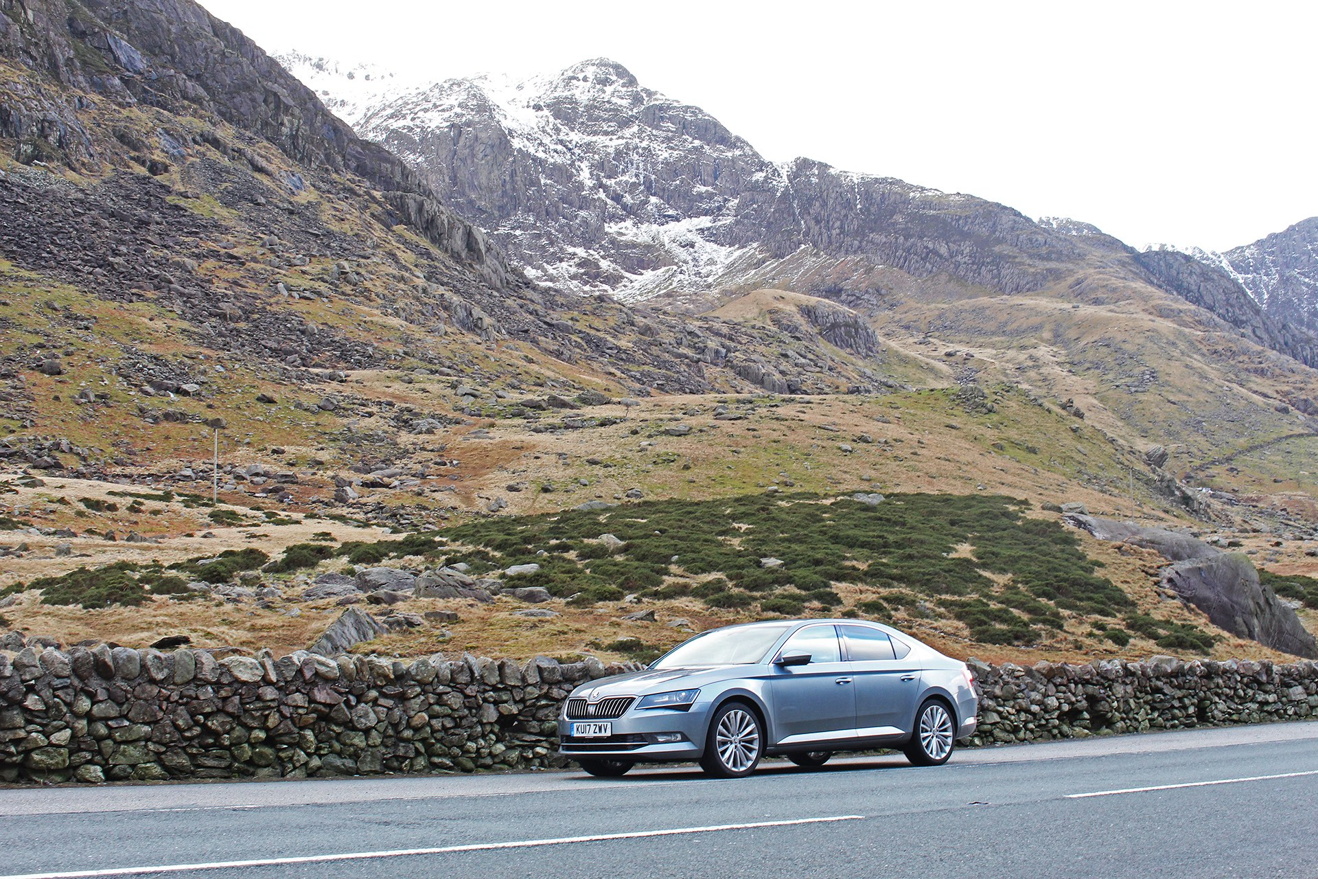 Skoda Superb in front of a mountain