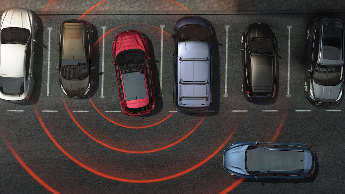 Ford Focus cross traffic alert with active braking