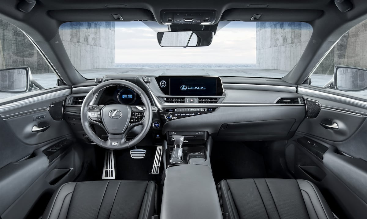 New Lexus ES saloon dashboard