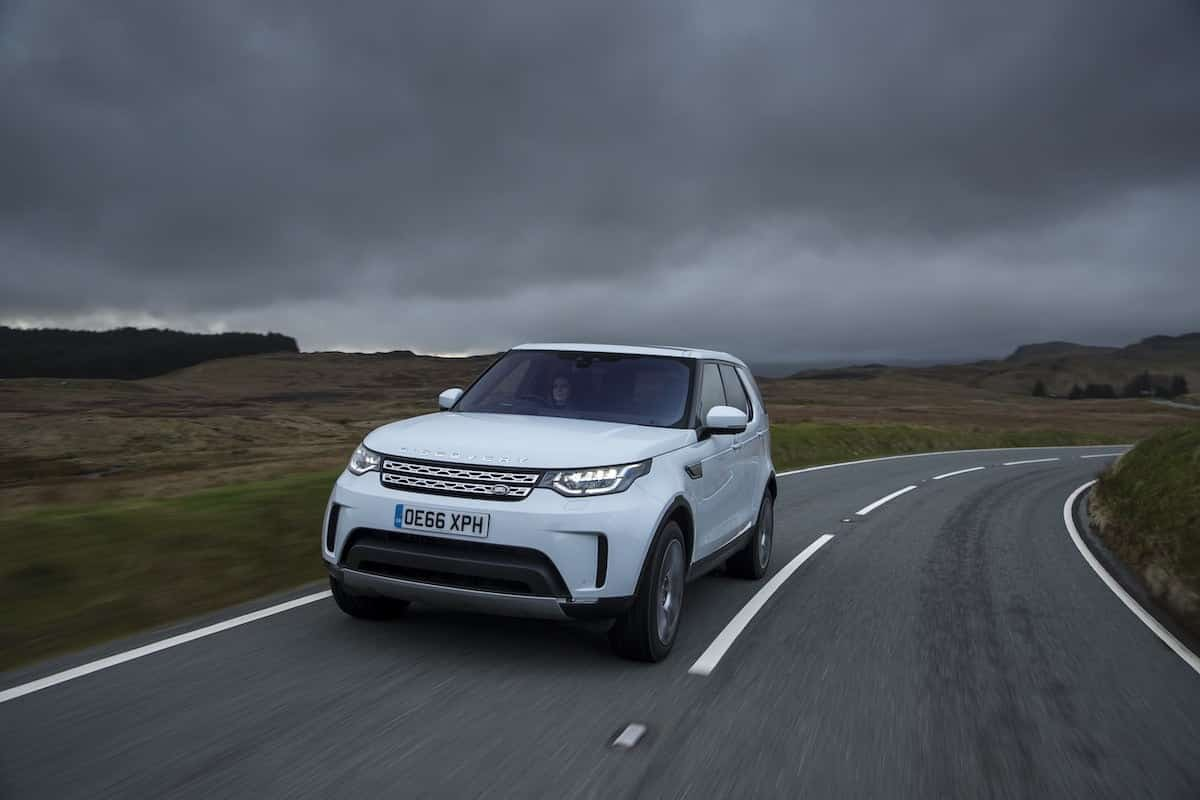 2018 Land Rover Discovery review | on-road front