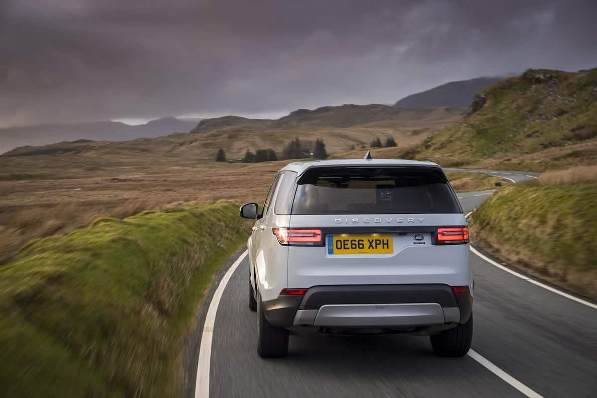 2018 Land Rover Discovery review | on-road rear