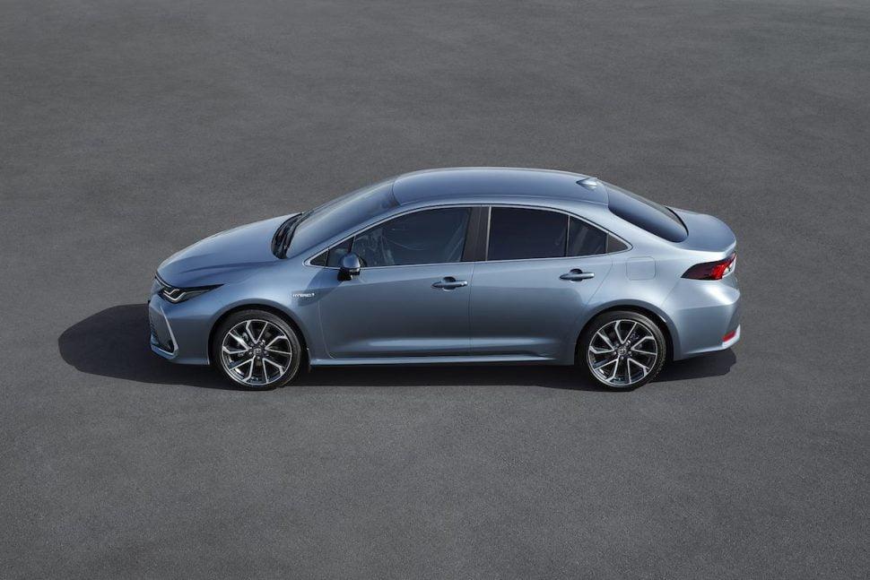 Toyota Corolla Saloon in profile