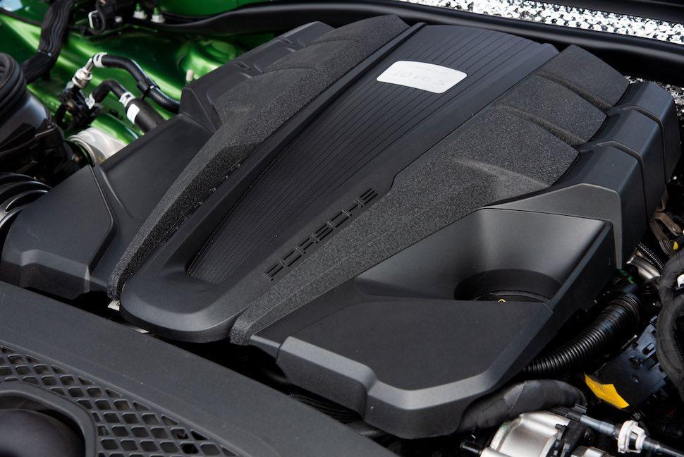 2019 Porsche Macan S - engine