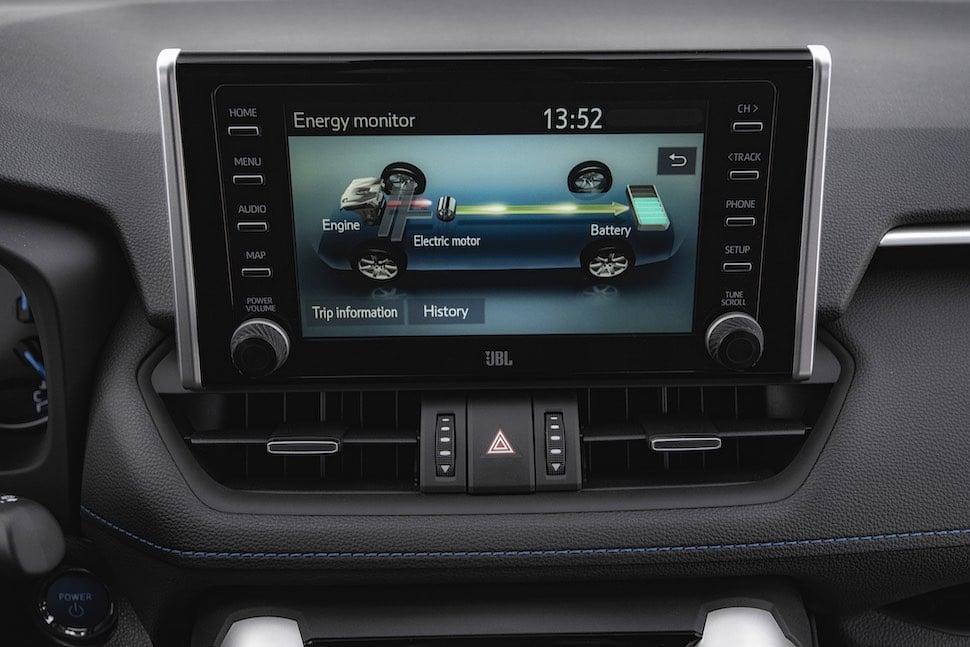 2019 Toyota RAV4 review - infotainment | The Car Expert