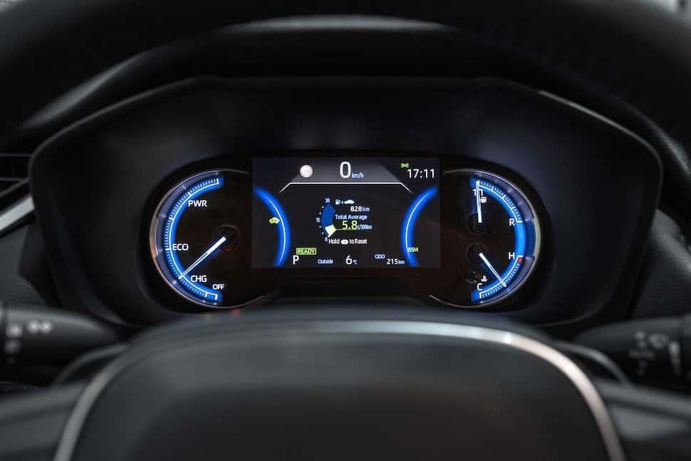 2019 Toyota RAV4 review - gauges | The Car Expert