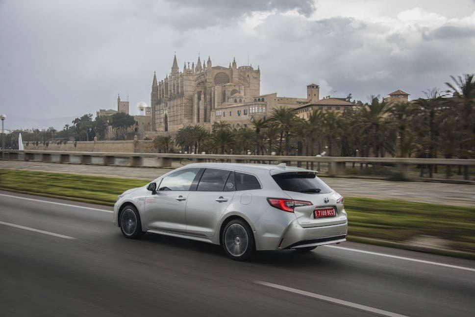 2019 Toyota Corolla estate road test - rear   The Car Expert