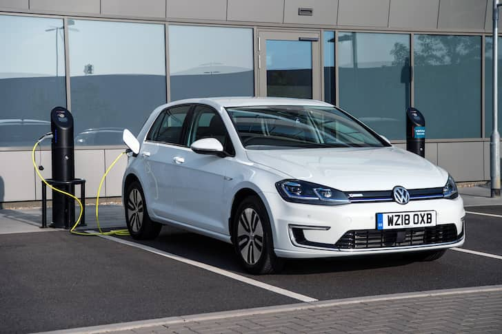 Volkswagen e-Golf charging | The Car Expert