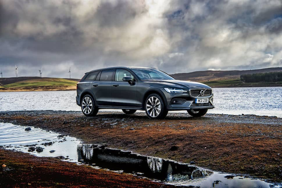 2019 Volvo V60 Cross Country review - front | The Car Expert